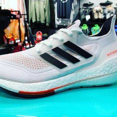 Adidas UltraBoost 😍  Amortiguación extrema y máxima comodidad, rendimiento y ligereza. Descubre un retorno increíble. 🏃♂️🏃♂️#adidas #bydeportesdelcastillo #ultraboost